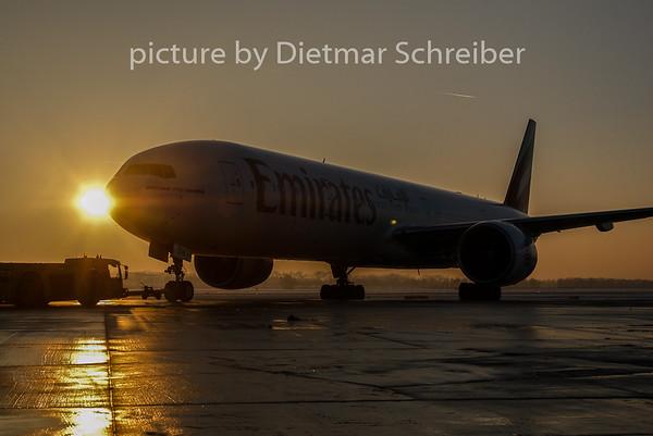2010-12-20 A6-EBW Boeing 777-300 Emirates