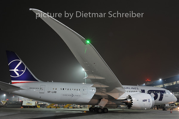 2012-12-22 SP-LRB Boeing 787-8 LOT