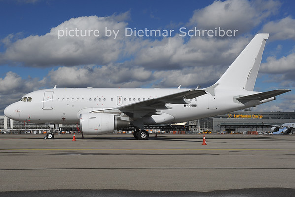 2014-02-28 M-HHHH Airbus A318