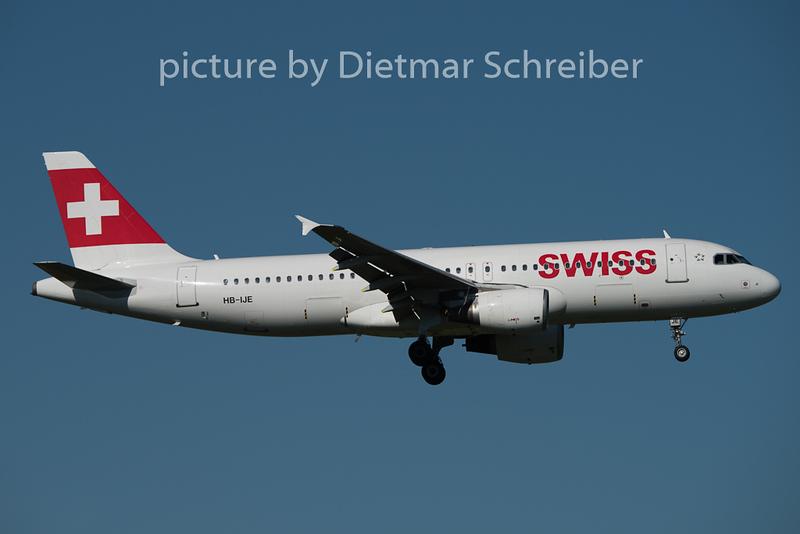 2015-08-29 HB-IJE Airbus A320 Swiss