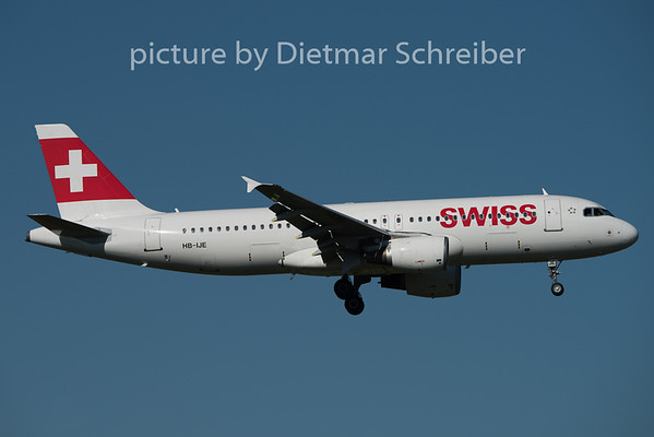 2015-08-29 HB-IJE Airbus A320 Swiss