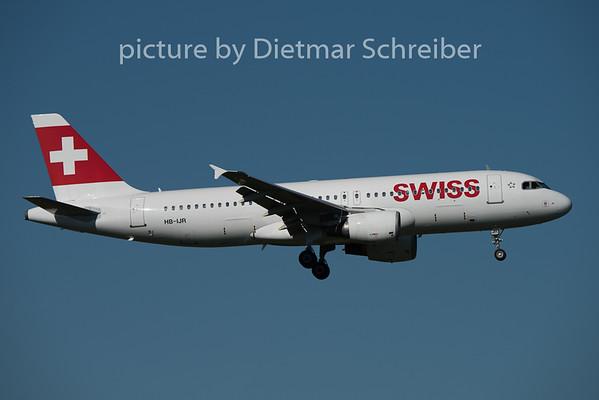 2015-08-29 HB-IJR Airbus A320 Swiss