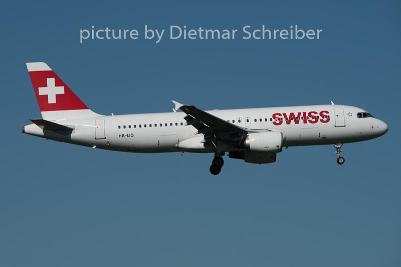 2015-08-29 HB-IJQ Airbus A320 Swiss