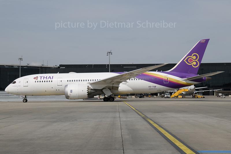 2017-04-23 HS-TQB Boeing 787-8 Thai
