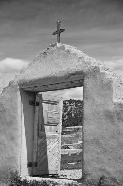 Gate, Santo Tomas del Rio de Las Trampas.