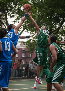 """(West 4th St Women's  Pro-Classic NYC: Primetime (Blue) 78 v. FMB (Green) 57), """"The Cage,"""" New York, NY. June 13, 2010)"""