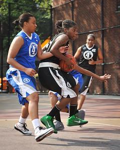 (West 4th St. Women's Pro-Classic NYC: Havoc (Black) 42 v Brooklyn Express (Blue) 39, William F. Passannante Ballfield, New York, NY. June 12, 2011)
