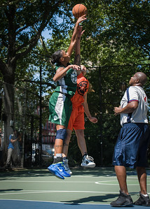 """Nicky Young, Nicole Michael West 4th Street Women's Pro Classic NYC: Exodus NYC Apache (Green) 61 v Deuce Trey (Orange) 47, """"The Cage"""", New York, NY, August 4, 2012"""