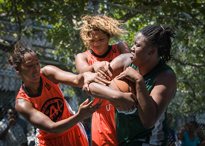 "Brittany Webb, Shantale Bramble, Racquel Davis West 4th Street Women's Pro Classic NYC: Exodus NYC Apache (Green) 61 v Deuce Trey (Orange) 47, ""The Cage"", New York, NY, August 4, 2012"