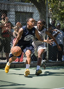 """Krystal Parnell, Tierra Cleaves West 4th Street Women's Pro Classic NYC: No Limit (Navy) 62 v Imperial Crew (Grey) 51, """"The Cage"""", New York, NY, August 12, 2012"""