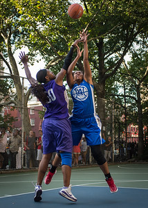"""Miriam Seale, Micki Younger West 4th Street Women's Pro Classic NYC: SEMIS-Primetime (Blue) 79 v Run N Shoot (Purple) 69, """"The Cage"""", New York, NY, August 18, 2012"""
