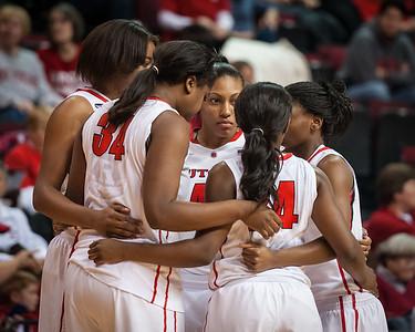 Rutgers starters huddle