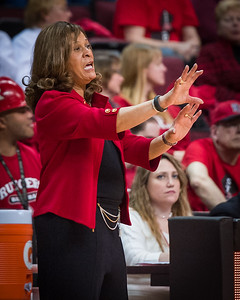 Rutgers head coach C. Vivian Stringer communicates to her team during her 900th career victory.