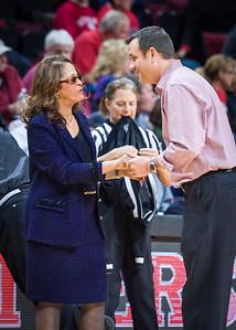 Rutgers head coach C. Vivian Stringer and Louisville head coach Jeff Walz