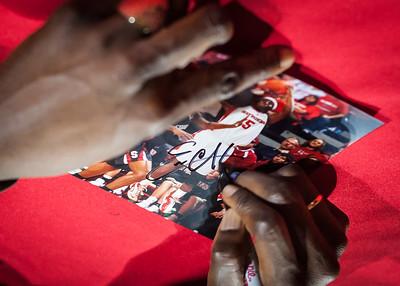 Essence Carson signing autographs