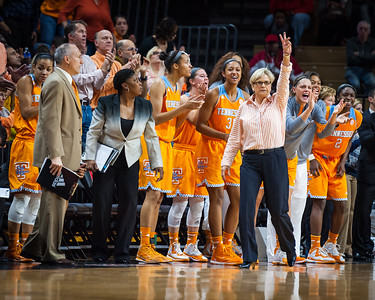 Tennessee head coach Holly Warlick and the Lady Vols bench