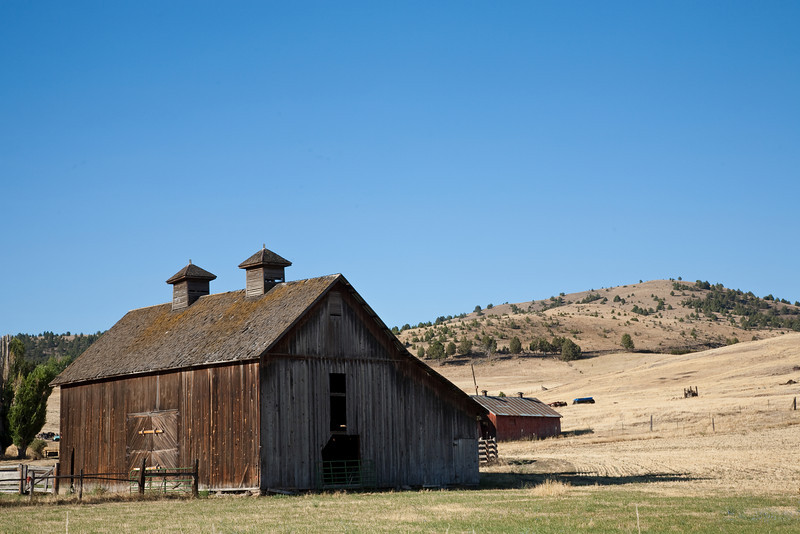 Barn near Fossil