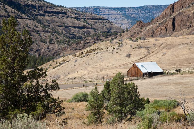 Barn near Fossil