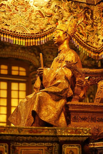 Khai-Dinh-statue,-Hue