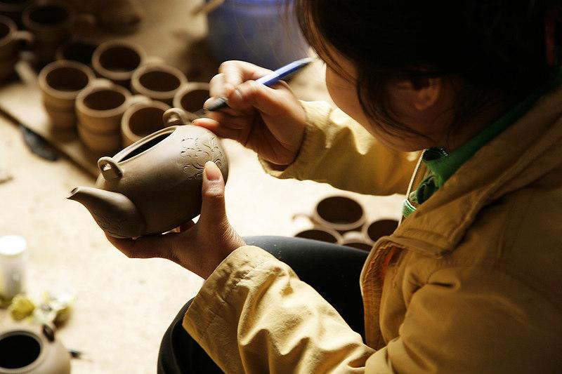 Pottery-artist,-Bat-Trang