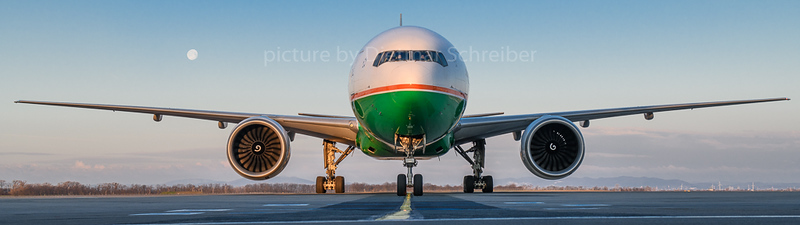 2018-04-02 B-16706 Boeing 777-300 Eva Air