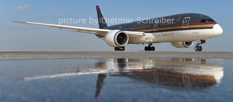 2014-10-10 JY-BAA Boeing 787-8 Royal Jordanian