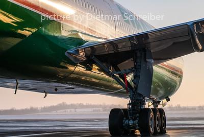 2010-12-20 B-16712 Boeing 777-300 Eva Air