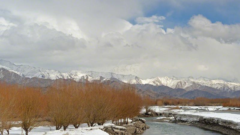 Indus river valley in winters in Ladak, India