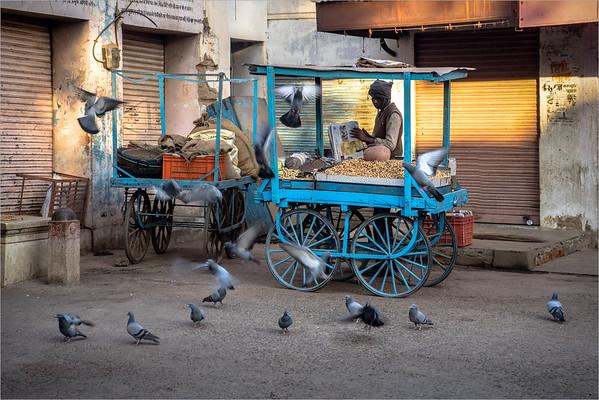 Mandawa - seller of peanuts