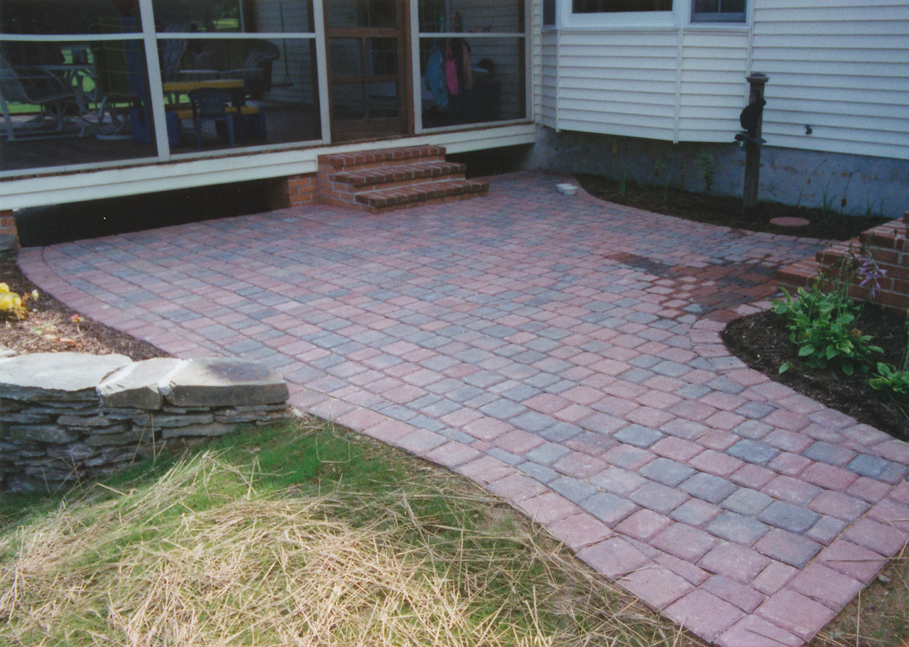 paver patio with drystack sitting wall