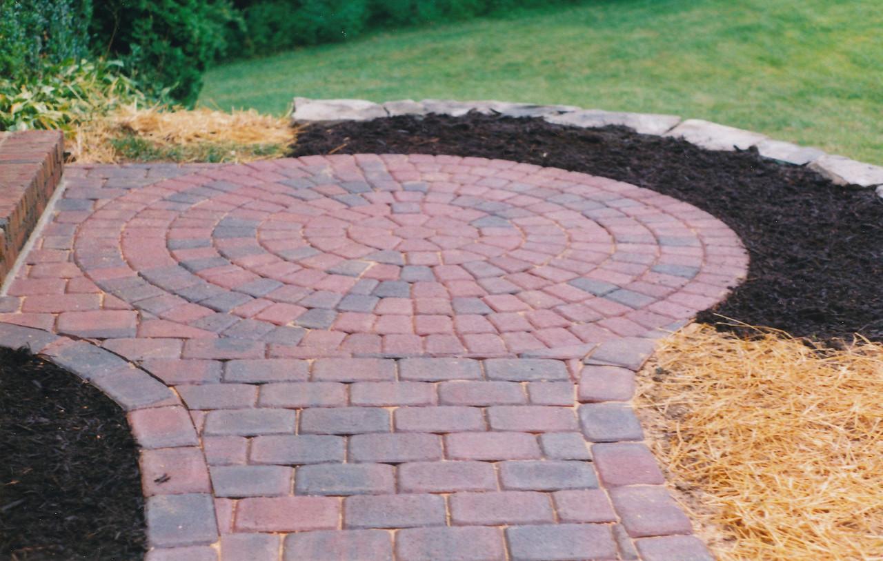 Appian circle pattern paver patio