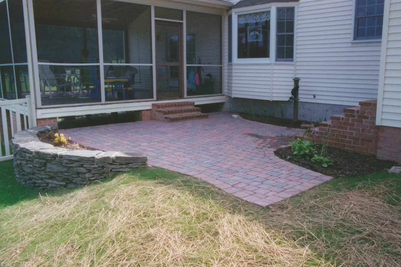 paver patio with dry-stack sitting wall
