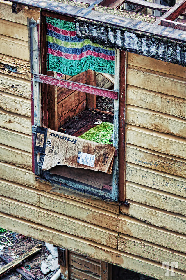 belize-city-window-urban-exploration-X2.jpg