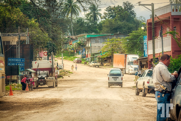 dirt-road-enetering-Belize-from-Mexico
