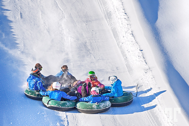 Snow tubing fun :)<br /> <br /> Out again to a dog sleigh race at 200 km from here - never seen one before... sorry I cannot post comments.