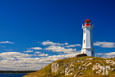 lighthouse-atlantic-coast-luisburg-cape-breton-nova-scotia-2lu