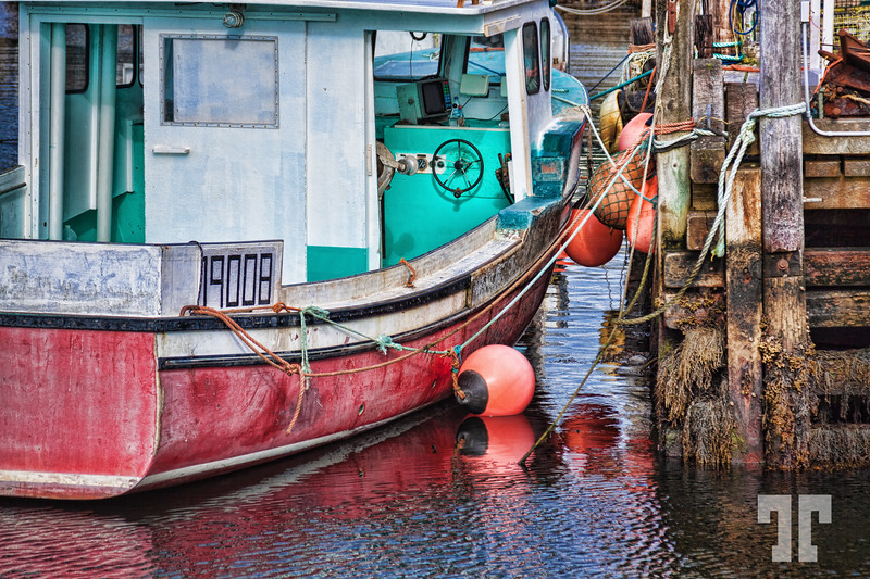 peggy's-cove-boat-low-tide