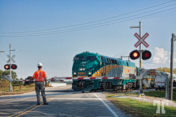 Train crossing - Ontario  (ZZ)