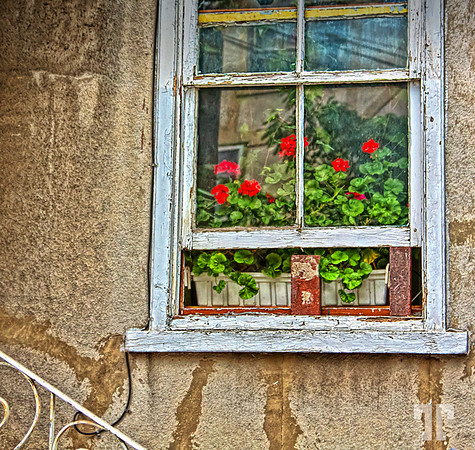 old-window-quebec-AU