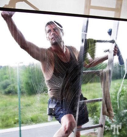 """The window washer  - Entry for the DSS#80 """"Break the rules of photography"""""""