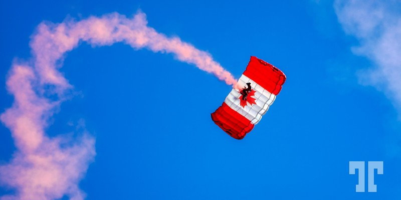 canadian-flag-parachute-au_Original_1