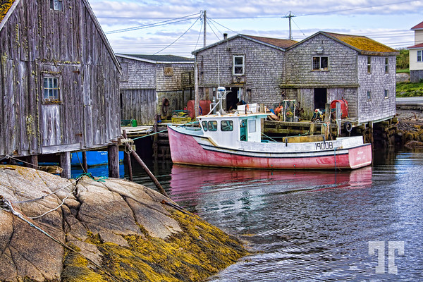 pink-boat-peggys-cove-ns