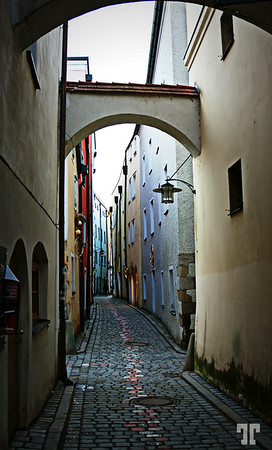 Narrow shady passage