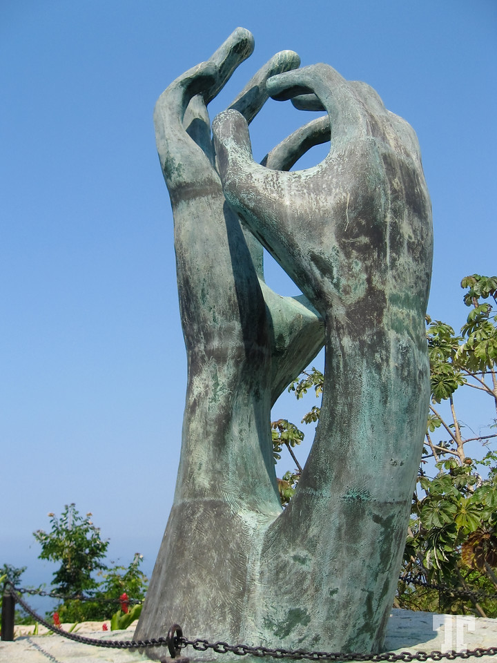 Acapulco-Chapel-of-Peace-hands-X2.jpg
