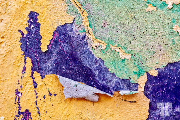 painted-wall-guanajuato-jellow-purple-green
