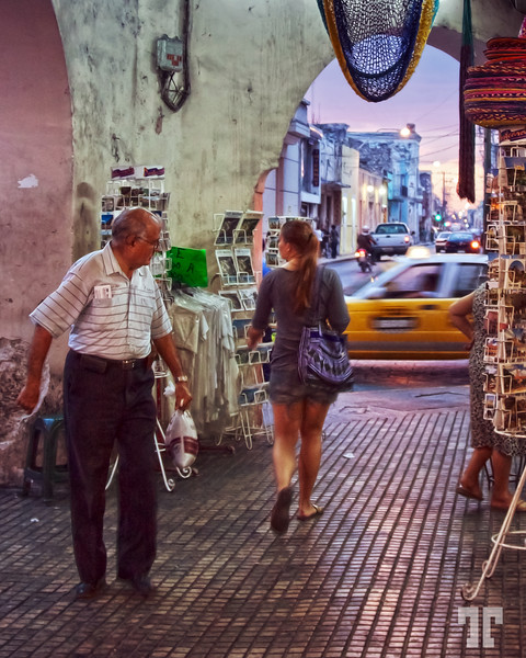 18 March 09  Everybody likes curves :) * Too bad I had to use a high ISO, because of the poor light...  Street scene in Merida, Yucatan, Mexicomexican lifestyle