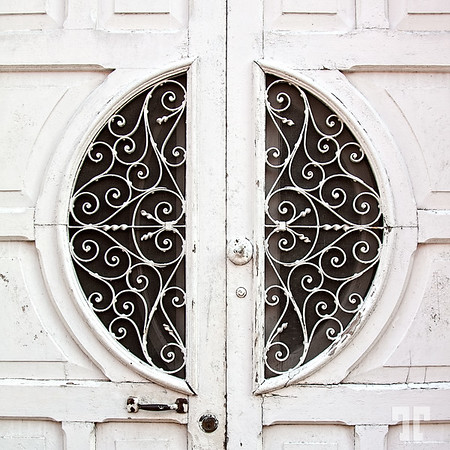 Decorative door detail in Merida