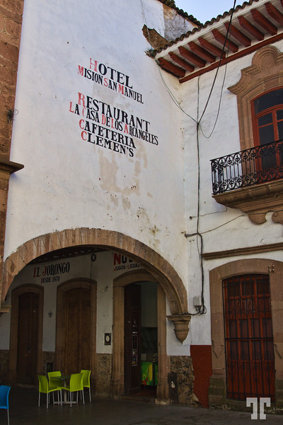 Patzcuaro-hotel-restaurant-sign-4