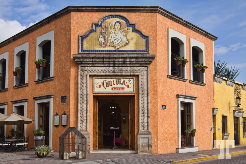 cholula-restaurant-central-plaza-tequila-mexico