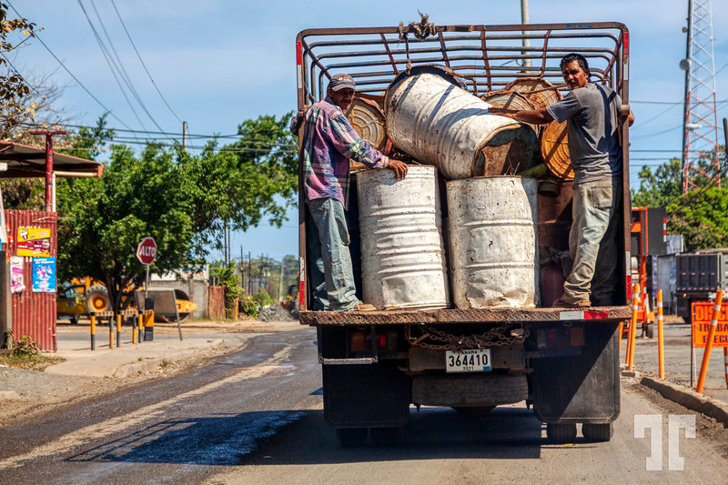 Driving on the Inter-American Highway, Panama :)  * Notice that those barrels were hold only by the 2 men... the photo was taken from the windshield of our car fallowing this truck...  (ZZ)